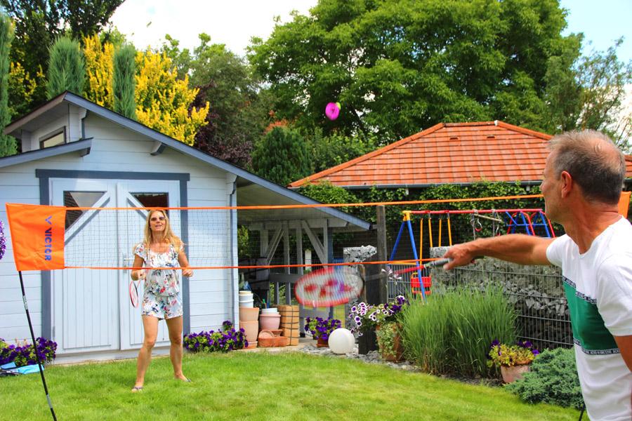 Bälle für das perfekte Badmintonspiel im Freien